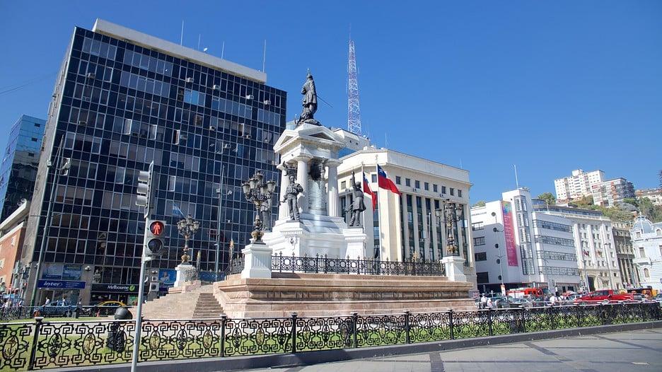 O Que Fazer Em Valparaíso: Andar pela Plaza Sotomayor de Valparaíso