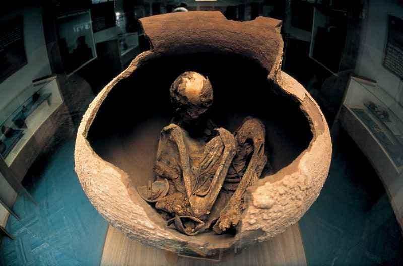 Visitar o centro histórico, o Museu Arqueológico Gustavo Le Paige e a vila dos artesãos