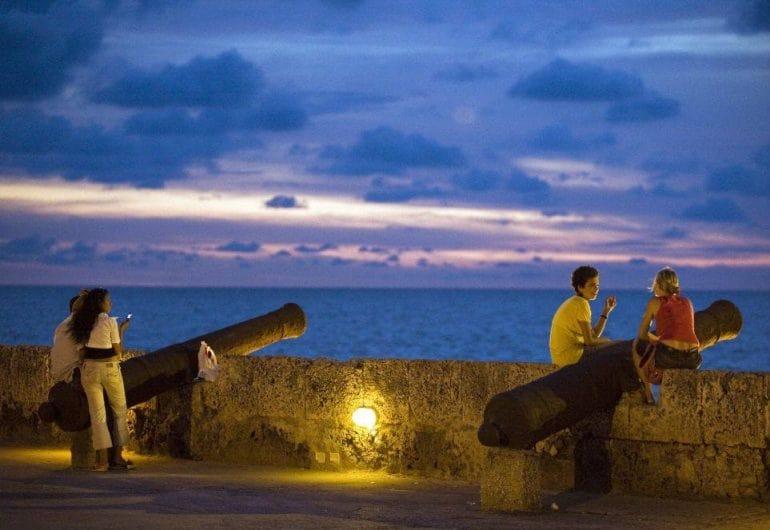 O Que Fazer Em Cartagena das Índias: Conhecer o Monumento La India Catalina e as Muralhas de Cartagena, logo ao lado