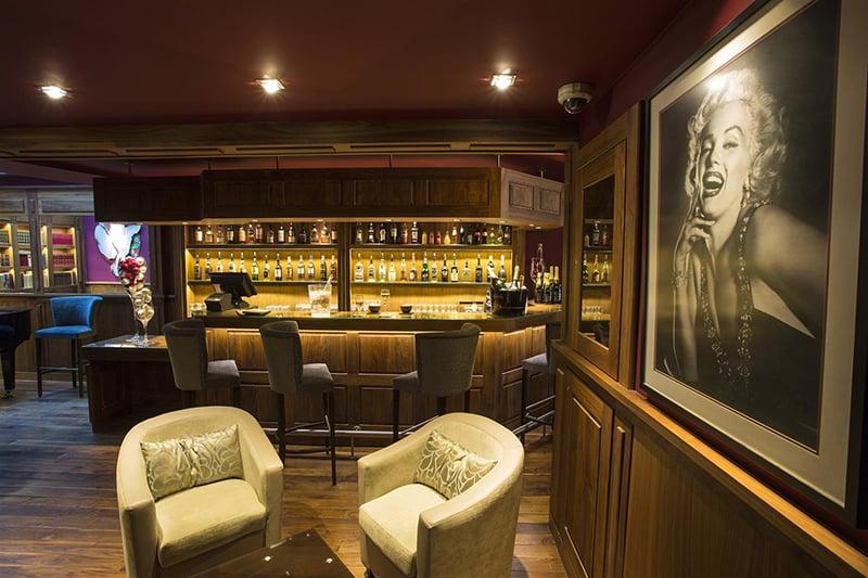O que fazer em Cannes: Pub Bar