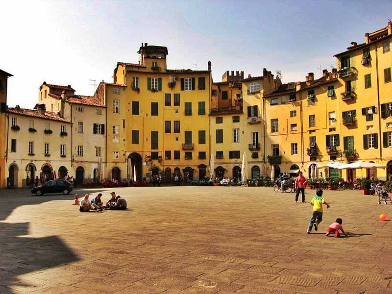 O que fazer em Lucca: Praça do Anfiteatro