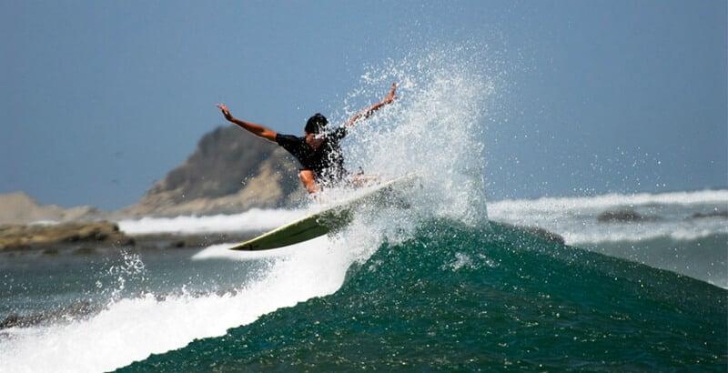 O Que Fazer em Manta: Surfar